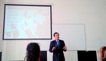 2018 05 UI Projes Roy Payal-Mago 3